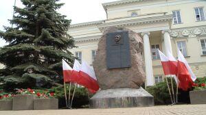 Głaz Lecha Kaczyńskiego nielegalny. Ratusz: przywrócić stan poprzedni