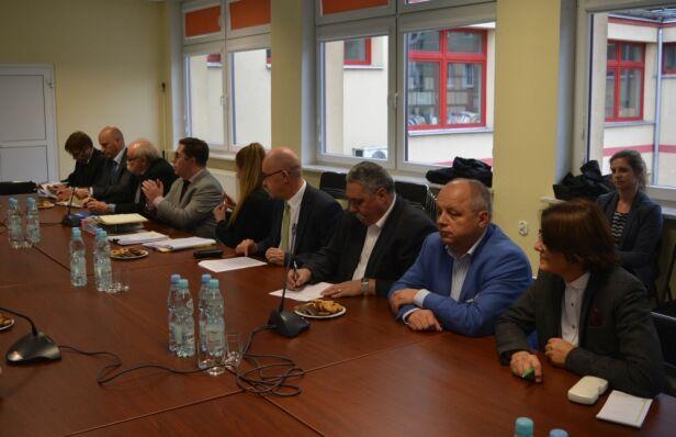 Spotkanie w sprawie bazy w Ursusie urząd dzielnicy