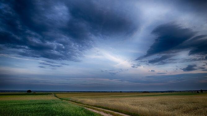 Prognoza pogody na dziś: miejscami upalnie. <br />W wielu regionach zagrzmi