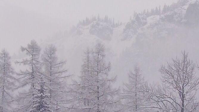"""W Tatrach zeszła lawina. <br />""""Warunki są obecnie bardzo trudne"""""""