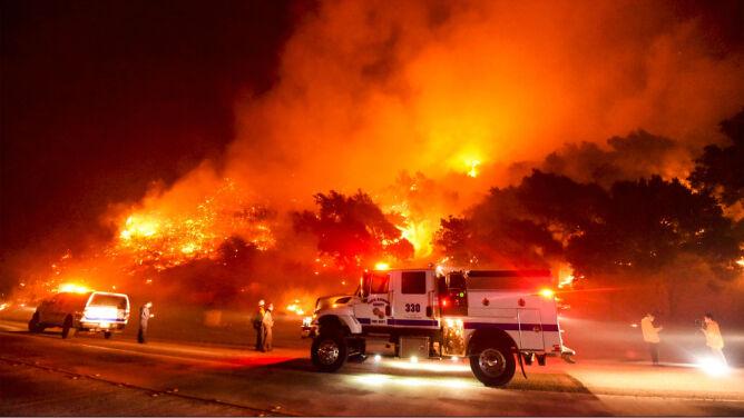 Pożary na wzgórzach, tysiące ewakuowanych. Kalifornia znowu w ogniu