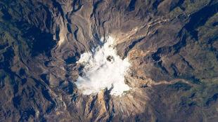 Alarm na Alasce: wulkan wyrzuca popiół i lawę