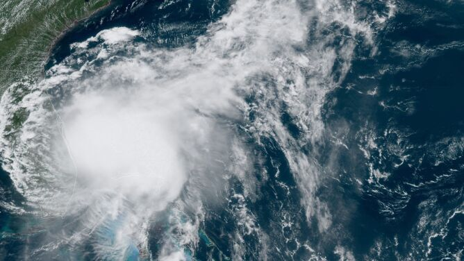 Burza tropikalna Isaias u wybrzeży USA. <br />Niesie ulewy i porywisty wiatr