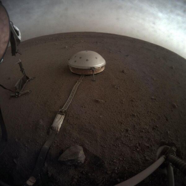 Zdjęcia powierzchni Marsa wykonane przez sondę InSight (NASA)