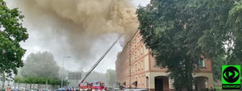 """""""Był huk i za chwilę pokazał się dym"""". Po gwałtownej burzy zapłonęło poddasze"""
