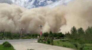 Ogromna burza piaskowa ogarnęła chińskie miasto